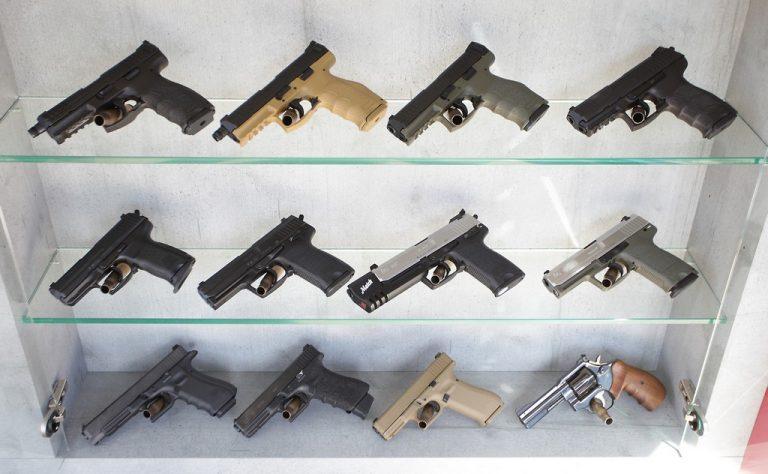Pflichtige Pistolen